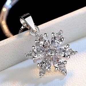 *NEW Sterling Silver Diamond Snowflake Necklace